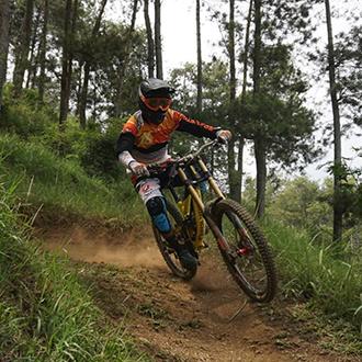 3 Syarat Jadi Atlet Profesional Downhill